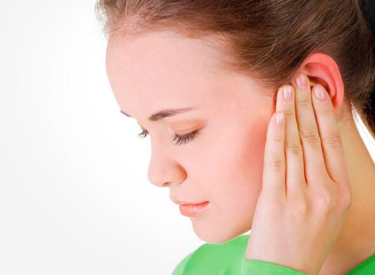 Отек уха может произойти в любой его части