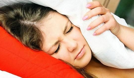 Простуда часто сопровождается шумом в ушах
