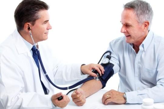 Шум в ушах может быть следствием изменения артериального давления