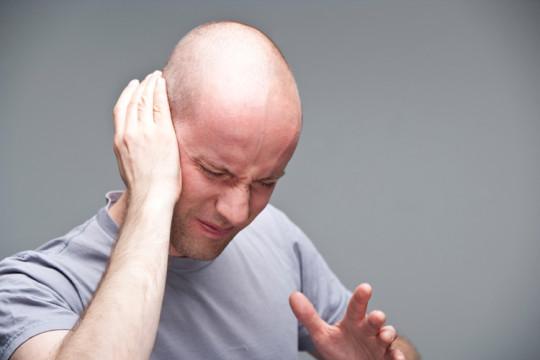 Отит может стать причиной появления шарика за ухом