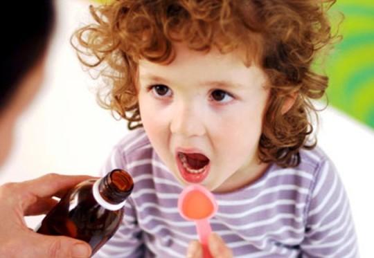 Обезбаливающие препараты помогут снять ушную боль у ребенка