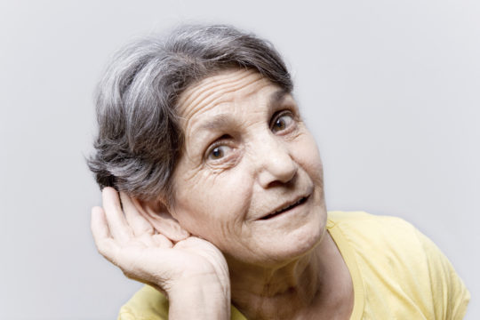 У пожилых людей ушная сера изменяет свои характеристики