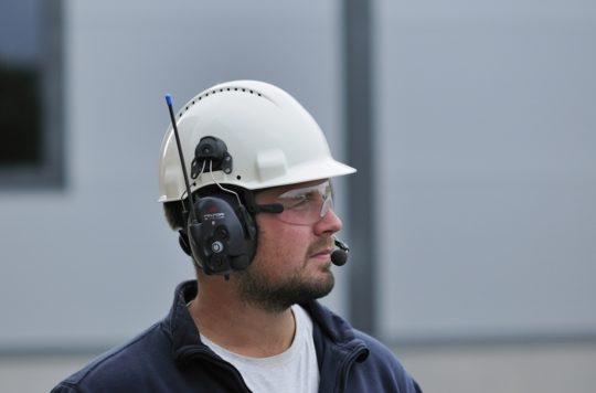 Акустической травме подвержены люди на работе с высоким уровнем шума