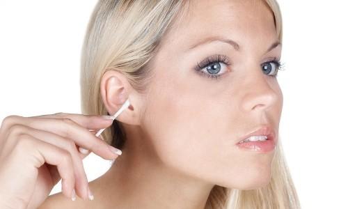 Неправильная чистка ушей - возможная причина боли