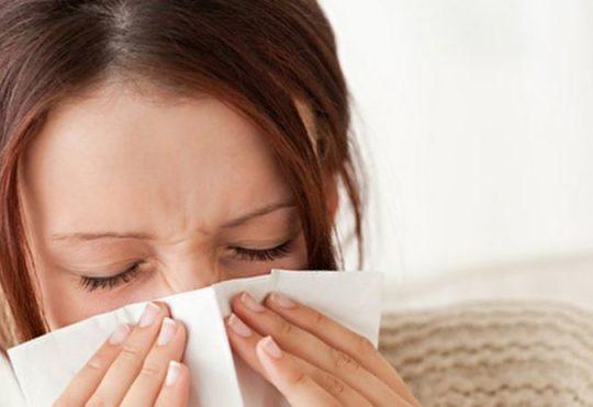 Насморк провоцирует заболевания ушей и евстахиевой трубы