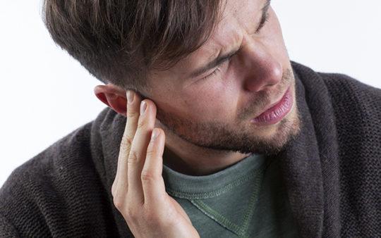 Причины выделения жидкости из уха