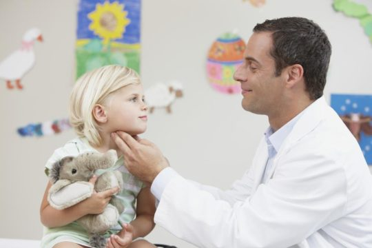 Тлько врач газначает лечение ребенка