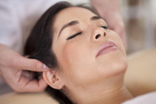 Массаж ушей считается эффективной методикой улучшения слуха