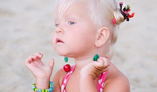 Серьги для детей изготавливают только из драгоценных материалов