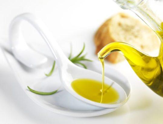 Оливковое масло - основа многих ушных домашних капель