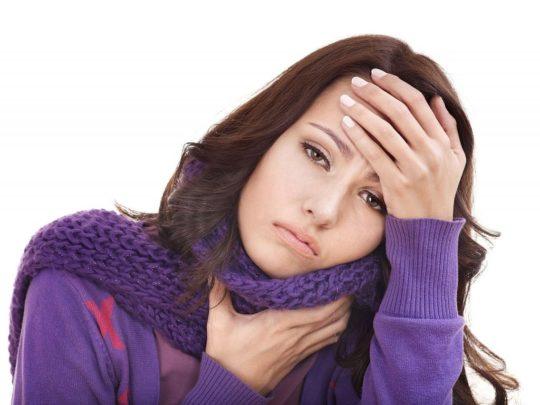 Первая причина ощущения давления в ушах - отит