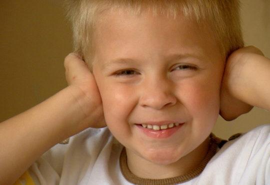 Дети чаще страдают от отитов, чем взрослые