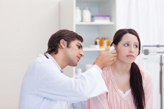 Симптом при отосклерозе - шум в ушах