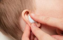 Как помочь ребенку при болях в ухе