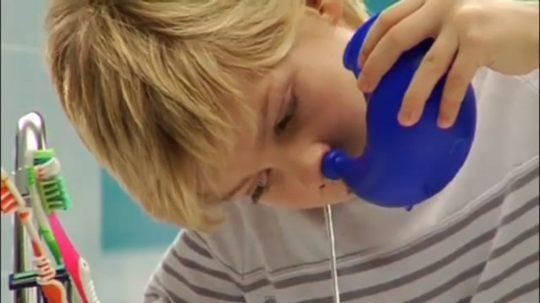 Промывание носа может снять боли в ушах