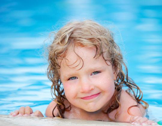 Грязная вода в бассейне может стать причиной развития отита