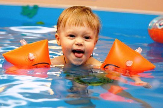 Тщательно просушите ушки ребенка после плаванья