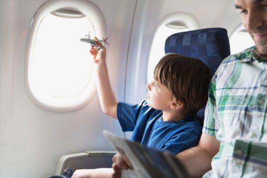 В самолете многие люди чувствуют дискомфорт в ушах