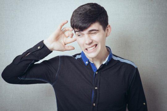 Симптомом воспаления внутреннего уха может быть шум и боль в ушах