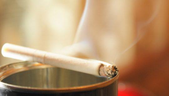 Курильщики часто страдают от болей в горле