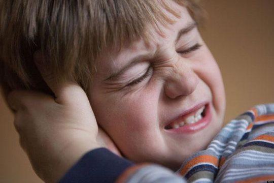 Гнойный отит вызывает сильные боли в ушах