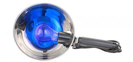 Синяя лампа используется при лечении отитов