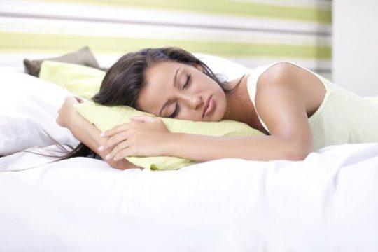 При ожидании прорыва фурункула, спите на стороне больного уха