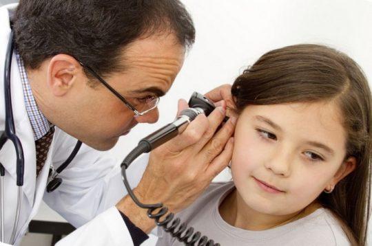 При припухлости уха у ребенка обратитесь к ЛОРу незамедлительно