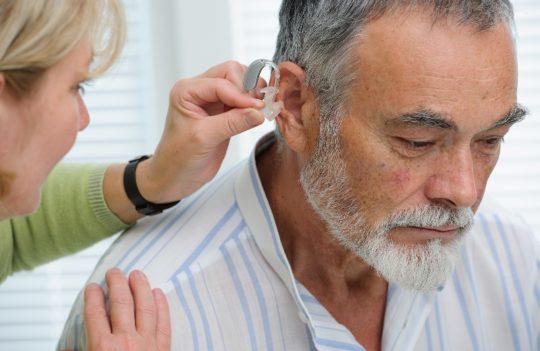 Слуховой аппарат мгновенно улучшает слух