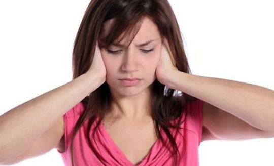 Ушная боль будет нарастать при гнойном отите до перфорации мембраны