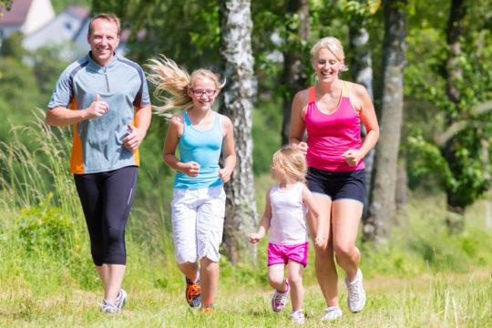 Для снижения случаев отитов и простуд занимайтесь спортом и повышением иммунитета всей семьей