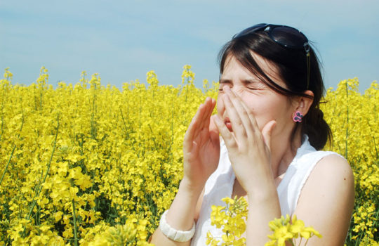Аллергия часто затрагивает горло, уши зудят меньше