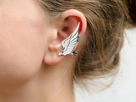 Уши реагируют на ношение украшений из неподходящего материала