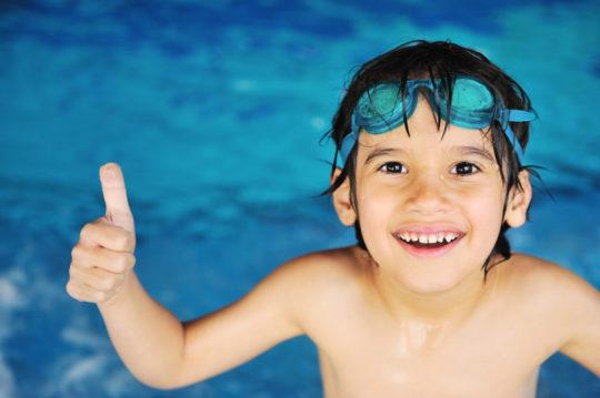 На период отита не рекомендуется посещать бассейн