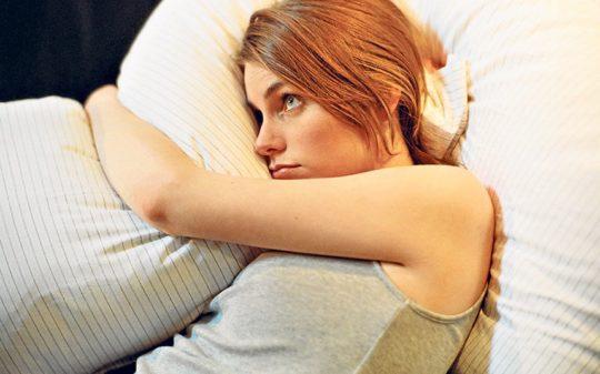 Воспаление тканей ушного хряща вызывает у больного недомогание и раздражительность