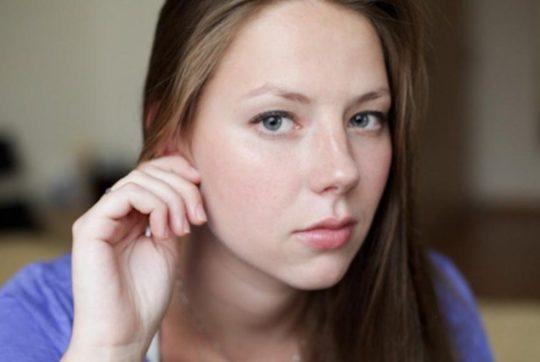 При прокалывании мочки уха такое уплотнение может стать последствием травмирования мягких тканей