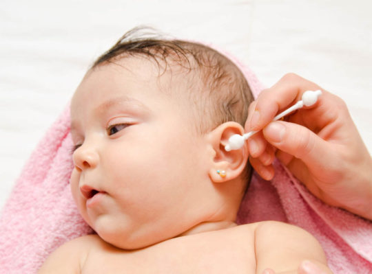 Гигиена ушей новорожденных