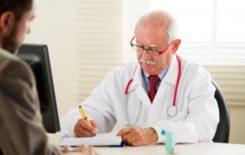 При диагностировании отосклероза врач уточняет симптомы