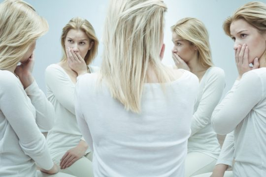 Сложные слуховые галлюцинации - признак психопатии
