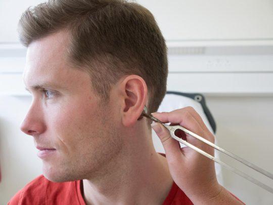 Камертональная проба - обязательная процедура перед проведением тимпанопластики