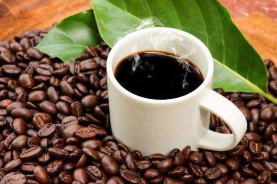 Большое потребление кофееина может привести к шуму в ушах