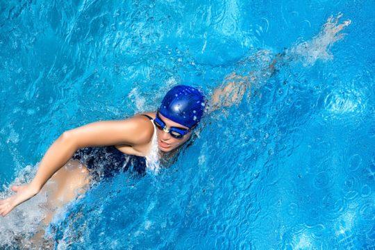 Правильно подобранная шапочка защитит уши от воды