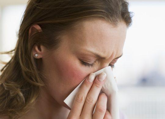 Чтобы избежать проблем с ушами, необходимо лечить насморк и не допускать его затяжного течения