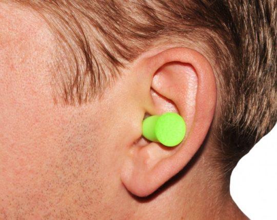 Ощущение наличия постороннего предмета - симптом ваты в ухе