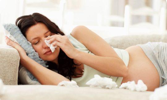 При длительной отечности слизистой существует риск развития отита или евстахиита
