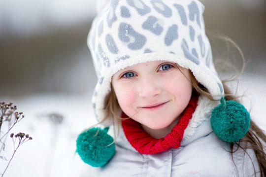 Причиной евстахиита у детей может стать переохлаждение во время прогулки