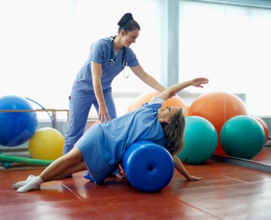 При травмах врач-реабилитолог подберет безопасную программу тренировок