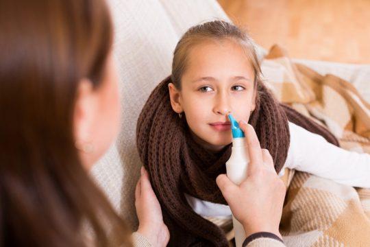 Промывание носа может стать причиной боли в ухе