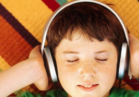 Оградите ребенка от громких звуков