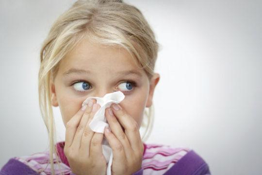 Хронический насморк может стать причиной воспаления слуховой трубы